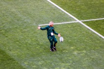 Faf de Klerk practicing his kicking game in the pre-match preparations ahead of the Springboks match against the Wallabies