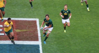 Eben Etzebeth on the attack against Australia in the Rugby Championship in 2018, looking to pass the ball wide to exploit the overlap. Photo: Stephen Kisbey-Green