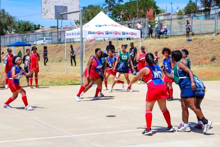 The Joza Queens passing across the court in order to open up Currie Park. Photo: Stephen Kisbey-Green
