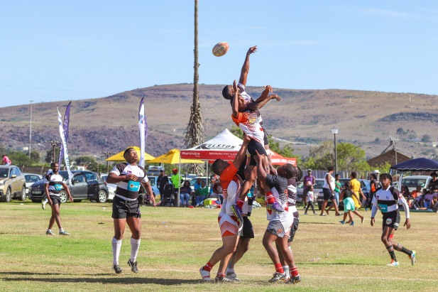 Forwards from the Fingo Villagers compete against the Ghost Town Lions at lineout time. Photo: Stephen Kisbey-Green