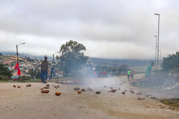 Members of the community at Sun City informal settlement, tired of the empty promises that they have received from various people in power, blockaded the road up to their community on Tuesday 12 February. Photo: Stephen Kisbey-Green