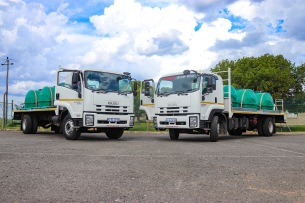 Isuzu Motors South Africa donated two water tankers to the Gift of Givers in order for them to continue distributing water to the people of Makhanda. Photo: Stephen Kisbey-Green