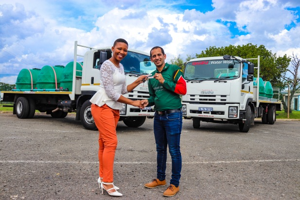 Internal Communications Officer at Isuzu Motors South Africa, Vuyiseka Nyembezi (left) hands the keys to the two new water trucks to Ali Sablay from the Gift of the Givers. Photo: Stephen Kisbey-Green