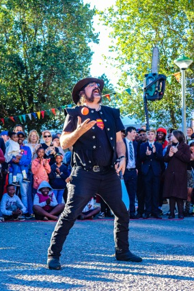 The Stickman dazzles the gathered crowd at the Village Green with his spectacular juggling skills; juggling a running chainsaw, a machete and an orange ball all at the same time. Photo: Stephen Kisbey-Green