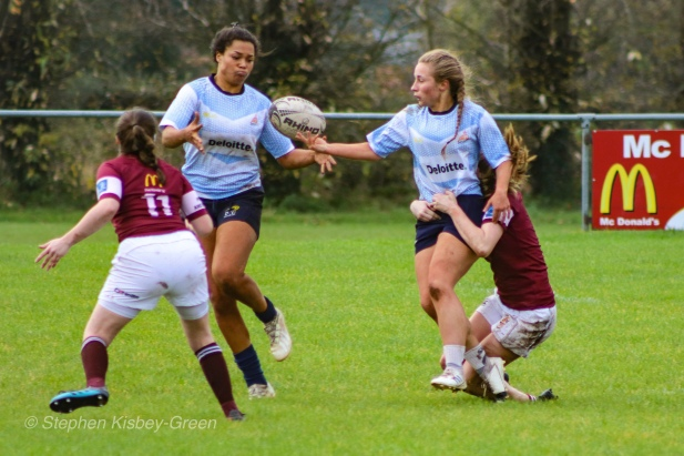 Leah Reilly hands the ball to Eimear Corri as they link up on the wing. Photo: Stephen Kisbey-Green