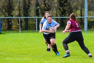 Katie O'Brien tucks the ball in for a big carry. Photo: Stephen Kisbey-Green