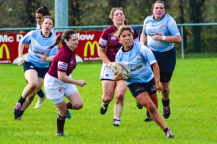 Zoe Valentine making a break through the defence. Photo: Stephen Kisbey-Green