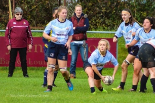 Jane Waters clears the ball from the base of the ruck. Photo: Stephen Kisbey-Green