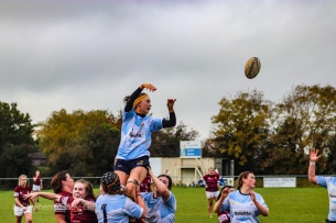 Sophie Kilburn looks back as the ball flies overhead. Photo: Stephen Kisbey-Green