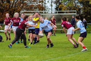 Nikki Gibson shows skill with a one handed pass to Kirara Kirasha. Photo: Stephen Kisbey-Green