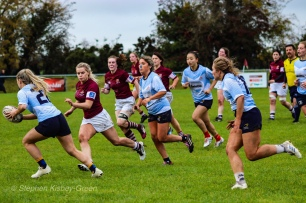 Aine McGroarty carries well with Leah Reilly and Kirara Kashara in support. Photo: Stephen Kisbey-Green