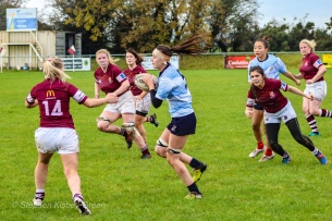 Sophie Kilburn carrying the ball into contact. Photo: Stephen Kisbey-Green