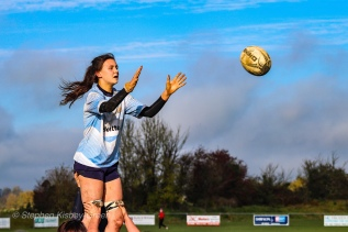 Sophie Kilburn ready to take the ball from the lineout. Photo: Stephen Kisbey-Green