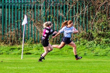 Louise McCleery runs around the outside of Old Belvedere RFC's cover defense. Photo: Stephen Kisbey-Green