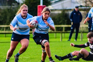 Zoe Valentine makes a break against Old Belvedere RFC. Photo: Stephen Kisbey-Green