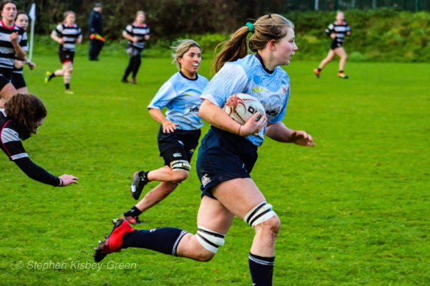 Nikki Gibson on a run against Old Belvedere RFC. Photo: Stephen Kisbey-Green