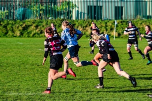 Nikki Gibson on a breakaway run against Old Belvedere RFC. Photo: Stephen Kisbey-Green