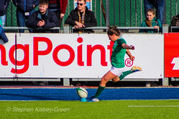 Ellen Murphy failed to convert two of Ireland's tries, however ultimately Ireland earned a hard-fought 18-14 victory. Photo: Stephen Kisbey-Green