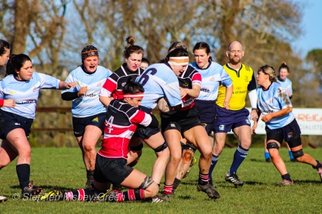 Sophie Kilburn draws in two defenders before being tackled. Photo: Stephen Kisbey-Green