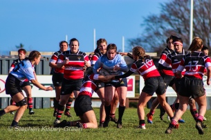 Hannah Heskin crashes the ball up in the centers, drawing in as many defenders as possible. Photo: Stephen Kisbey-Green